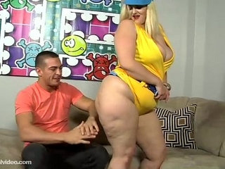 PAWG Mazzaratie Monica Serves Up Icees N Pussy Muscle Stud | musclepawgpussy